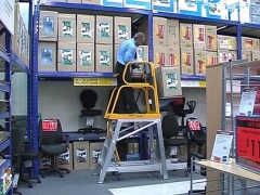 StockMaster Lift-Truk order picking ladder - with goods being lowered