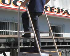 With two side safety rails to maintain a firm hand hold, access to the work place is safe and easy.
